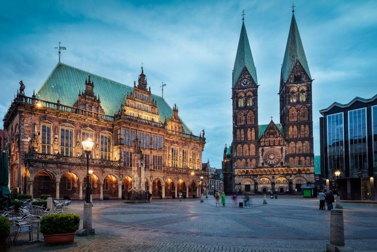 Bremen City Hall and Cathedral by night