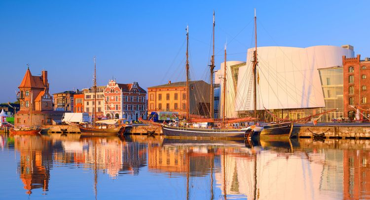 Stralsund: Harbour with Ozeaneum, the German Seamuseum by Behnisch Architects