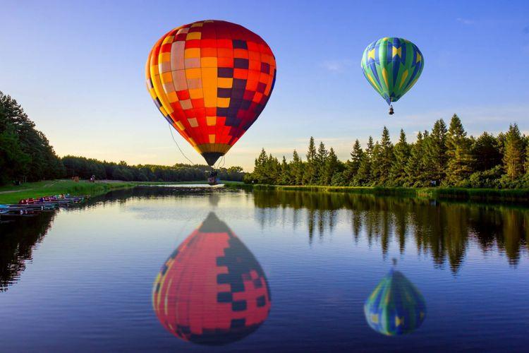 baloons-lake-shutterstock_671356162