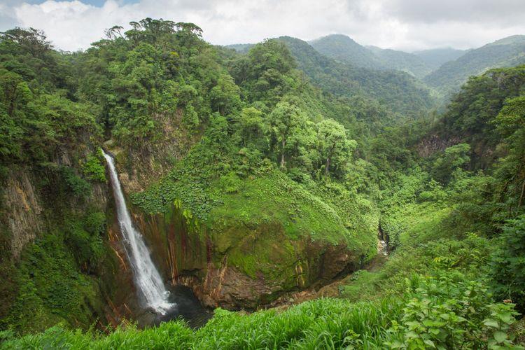best-waterfalls-in-Costa-Rica-Catarata-de-Toro