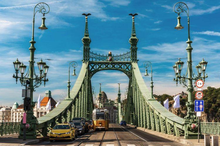 budapest-liberty-bridge-shutterstock_1184680294