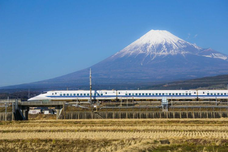 bullet-train-fuji-mountain-japan-shutterstock_608212022