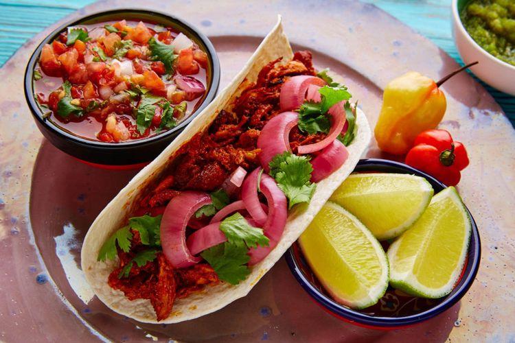 cochinita-pibil-tacos-mexico-shutterstock_378388687