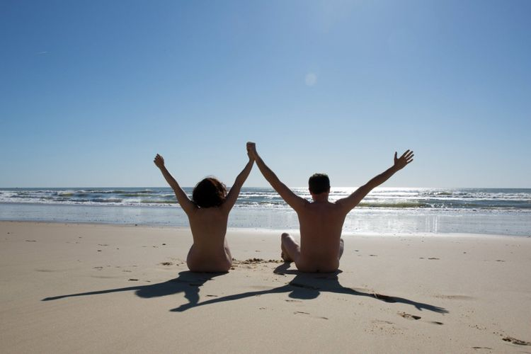couple-nudist-beach-shutterstock_419311351