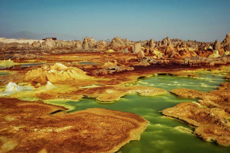 dallol-lake-danakil-depression-ethiopia-shutterstock_754293634