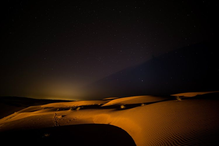 desert-night-oman-shutterstock_520631722