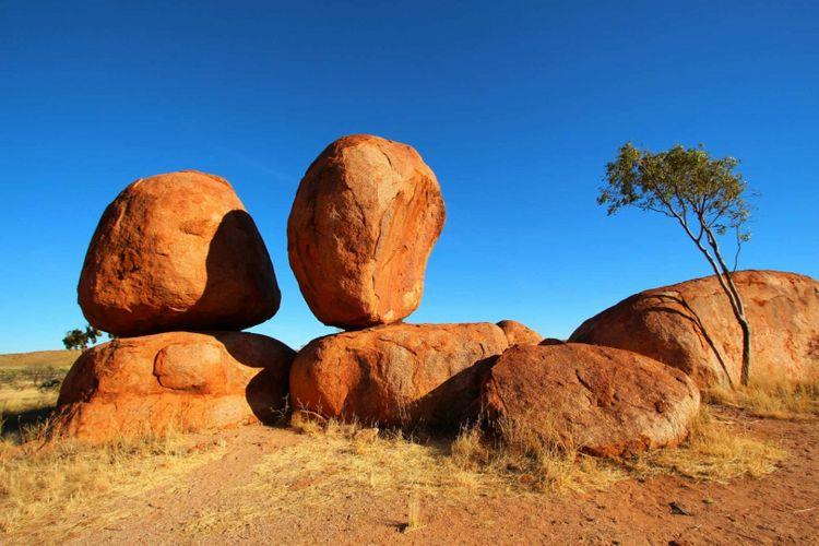 devils-marbles-australia-shutterstock_416888995