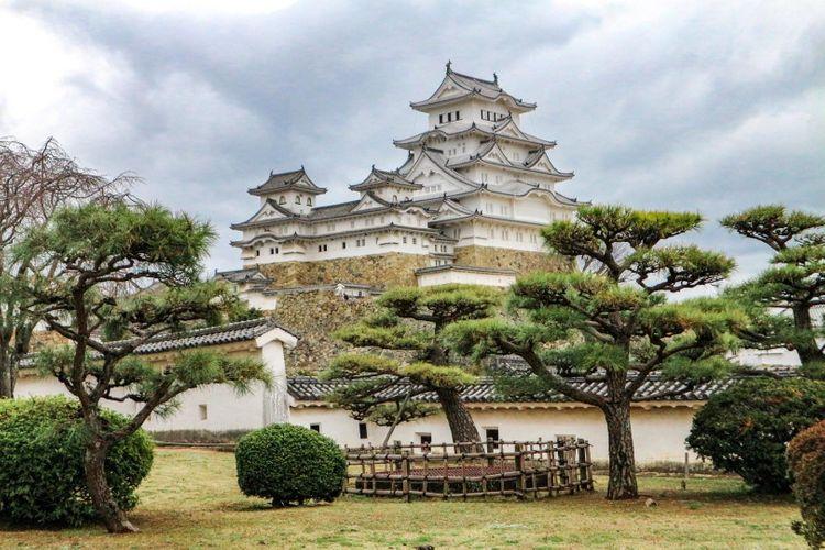 Himeji-jo-castle-japan-kobe-shutterstock_1370079914