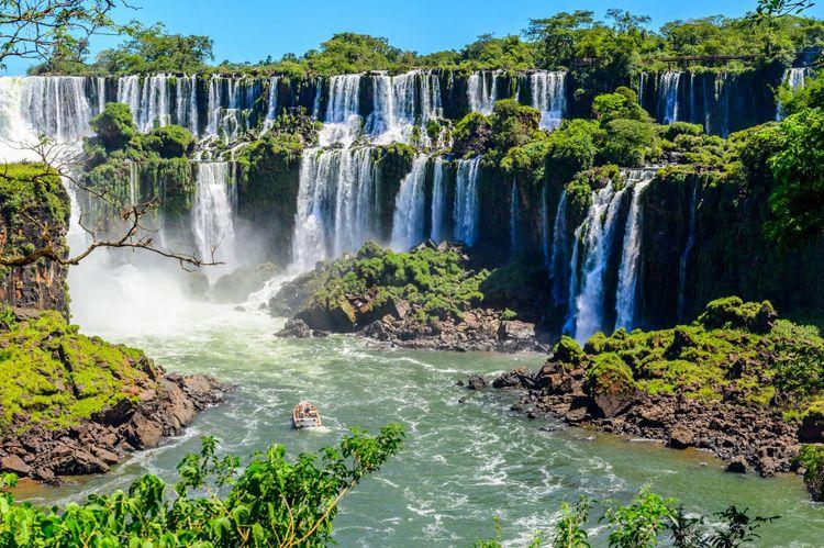 iguazu-argentina-shutterstock_351403178