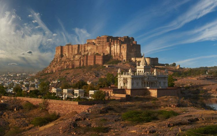 mehrangarh-fort-jaswant-thada-mausoleum-jodhpur-rajasthan-india-shutterstock_742292212