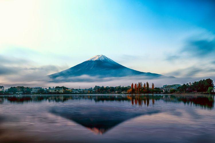 mount-fuji-lake-kawaguchiko-japan-shutterstock_529559383