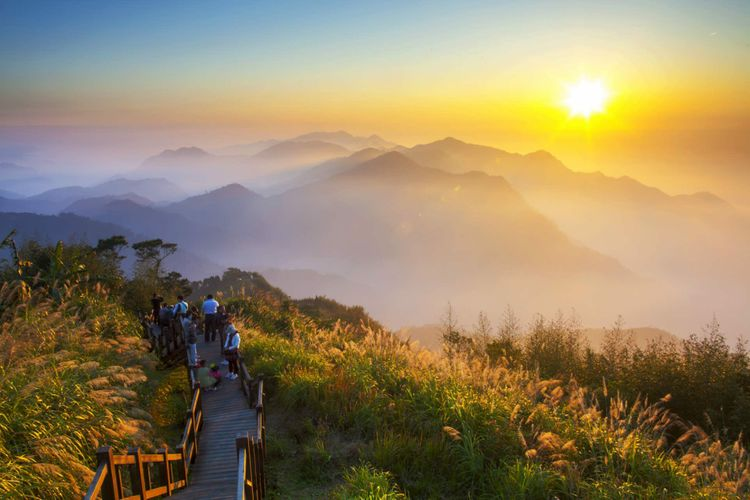 mountain-sunset-alishan-taiwan-shutterstock_132190970