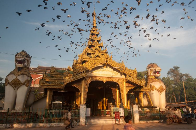 Myanmar, Bago Division, Bago, Swethalyaung Buddha, entrance with chinthe