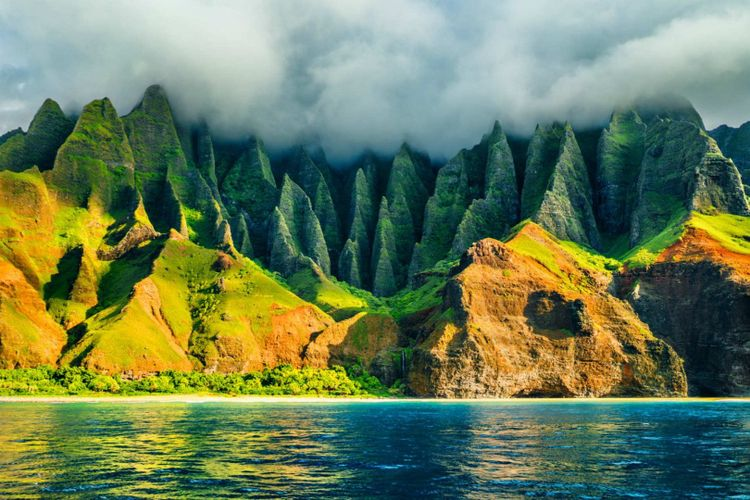 na-pali-coast-kauai-hawaii-usa-shutterstock_632511926