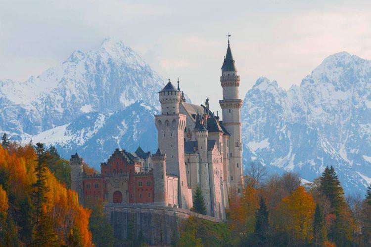 neuschwanstein-castle-germany-shutterstock_1261220695