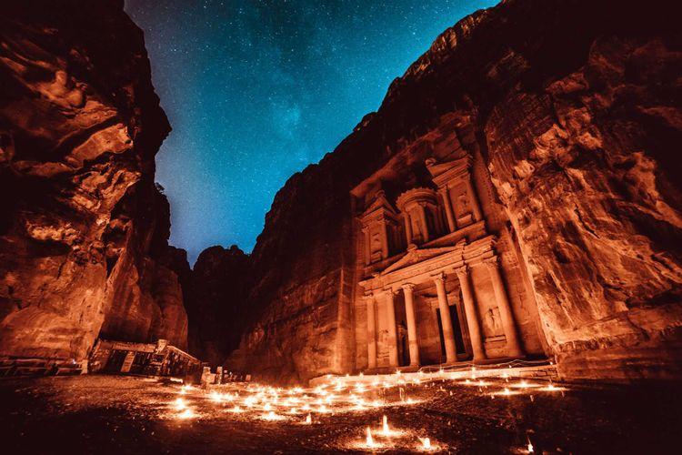 night-petra-jordan-shutterstock_550614184