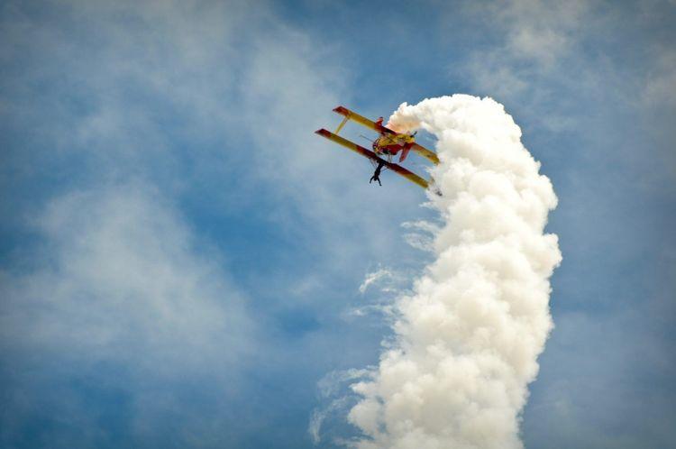 plane-air-show-shutterstock_39658924