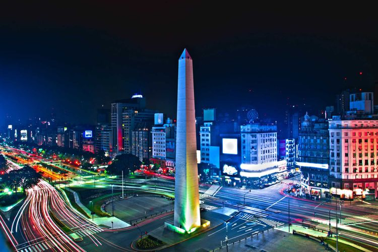 plaza-de-mayo-buenos-aires-shutterstock_328282751