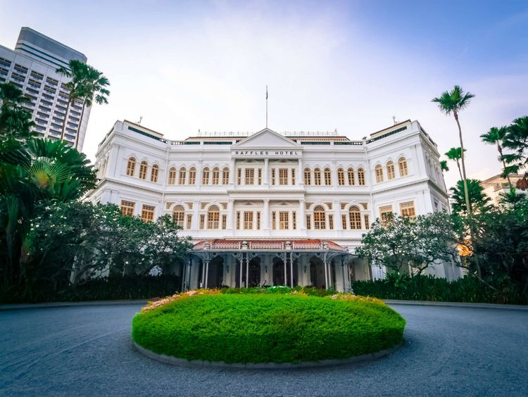 raffles-hotel-singapore-shutterstock_426308338