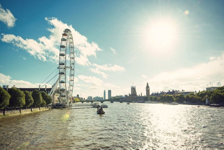 river-thames-london-shutterstock_233988799