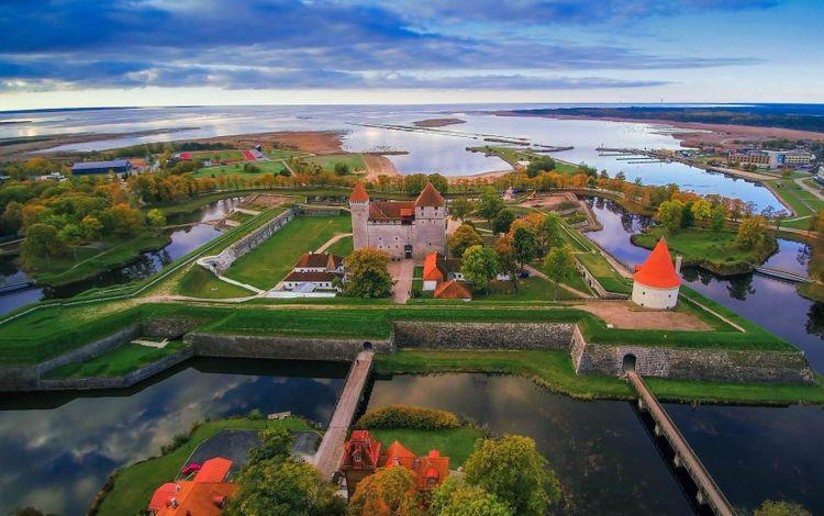 Saaremaa-estonia-shutterstock_1333513388
