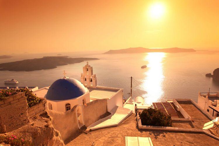 santorini-sunset-fira-greece-shutterstock_108913793