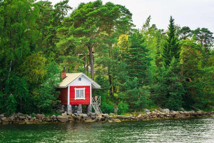 sauna-lake-finland-shutterstock_409428160