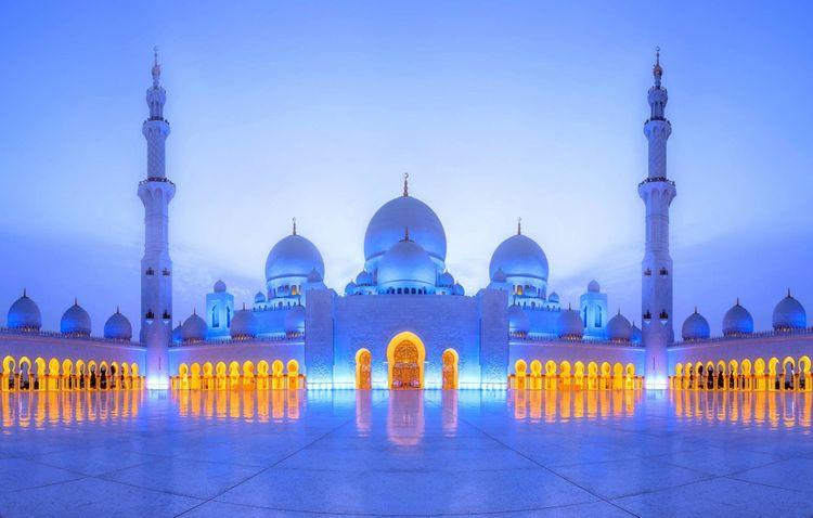 sheikh-zayed-grand-mosque-abu-dhabi-UAE-shutterstock_585596999