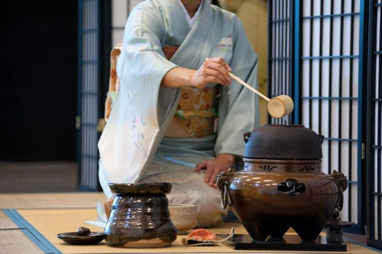tea-ceremony-japan-shutterstock_531184726