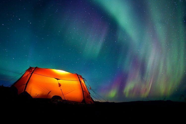 tent-northern-lights-shutterstock_63548947