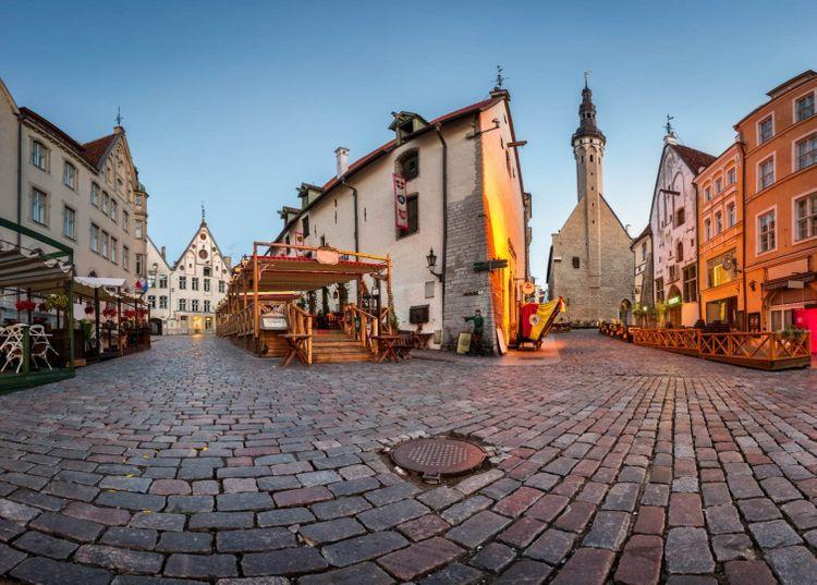 town-hall-olde-hansa-restaurant-tallinn-estonia-shutterstock_274478297
