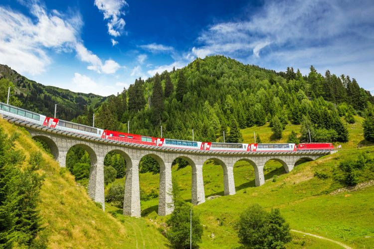 train-switzerland-shutterstock_525106633