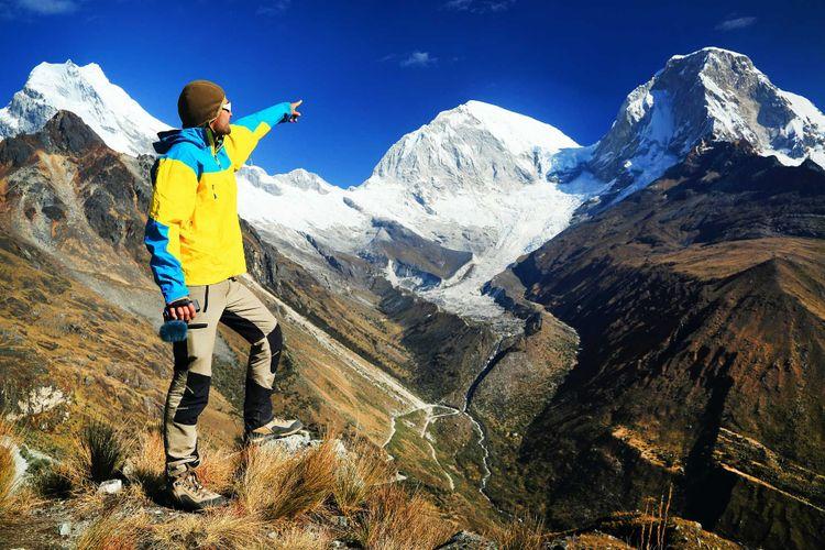trekking-mountains-cordilera-blanca-peru-shutterstock_147272420