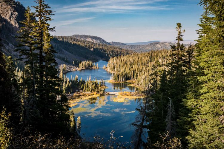 twin-lakes-mammoth-lakes-california-usa-shutterstock_769795711