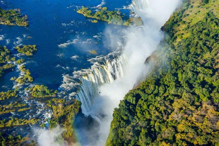 victoria-falls-waterfall-zambezi-river-shutterstock_615310811