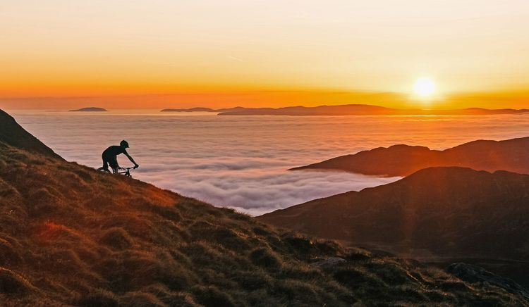 Sunset mountain bike above a cloud inversion on Cadair Idris, North Wales © atsamtaylorphotos/Shutterstock